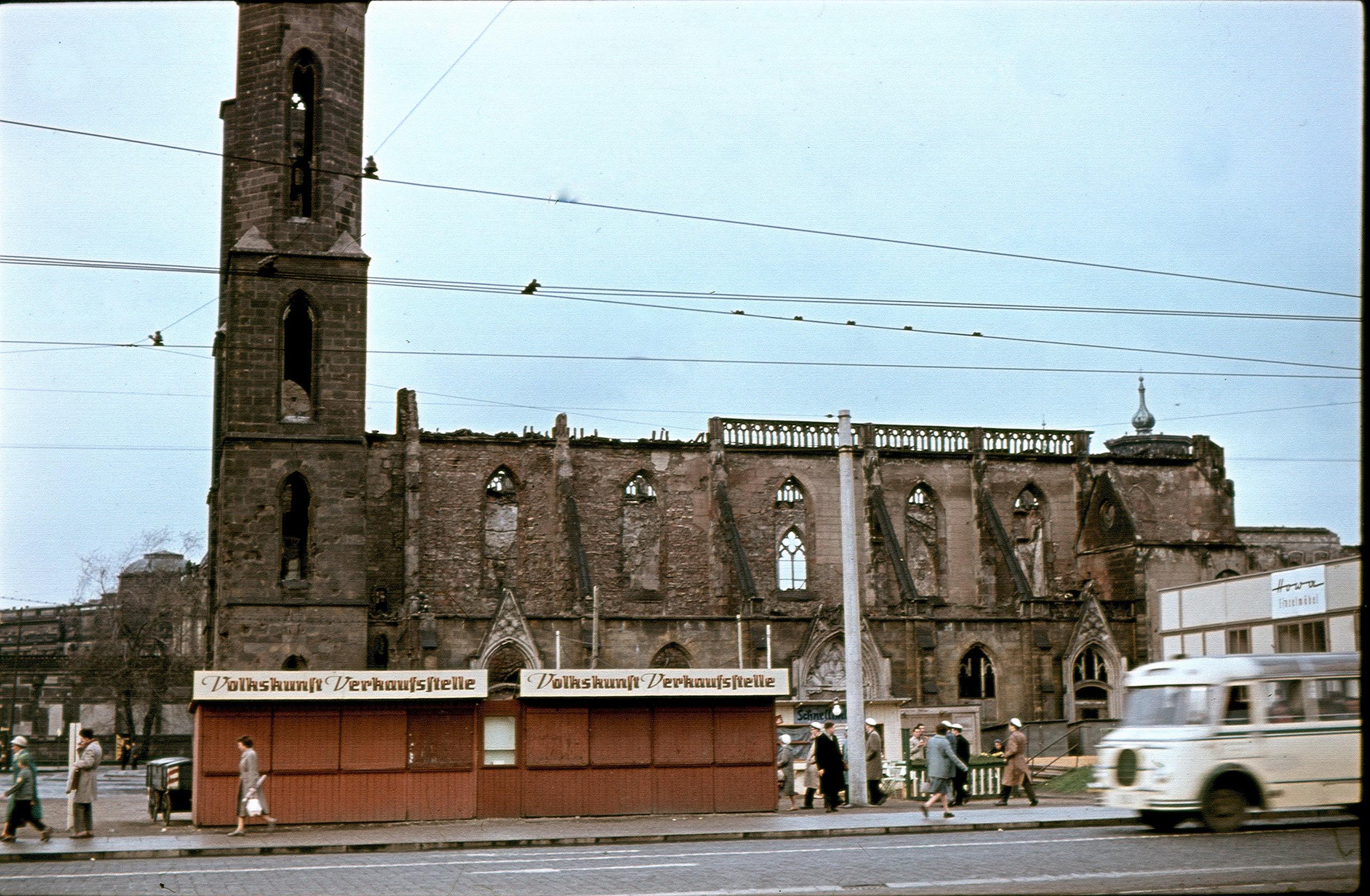 Дрезден. Церковь в руинах