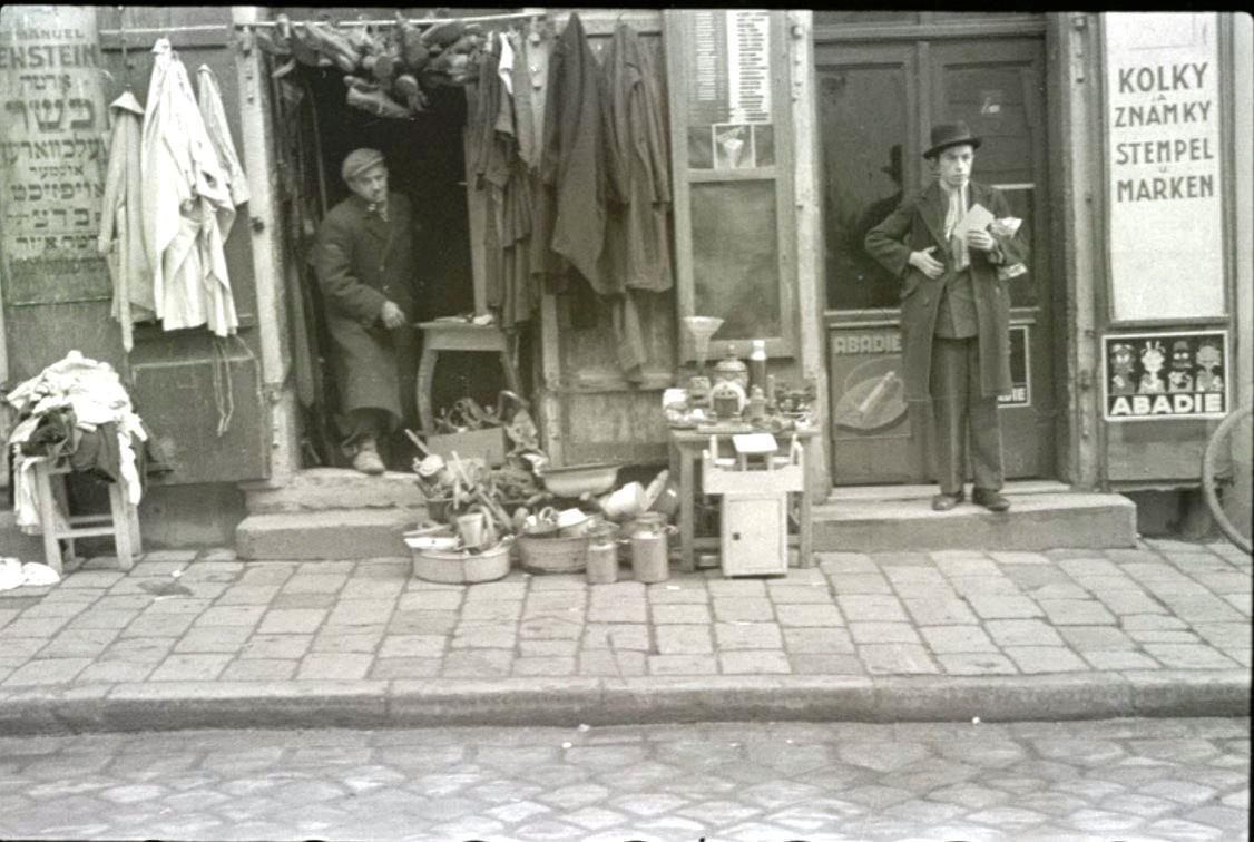 Старьевщик и продавец марок