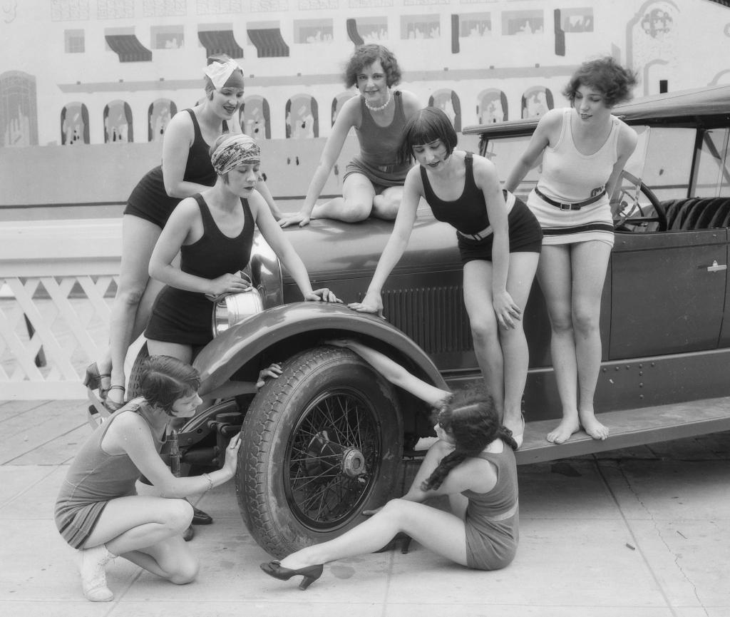 1926 showgirls 3.jpg