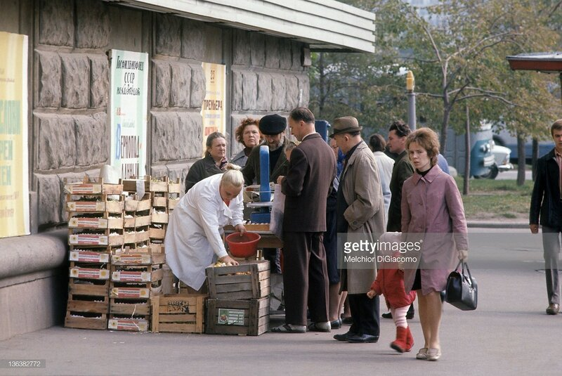 street vendor in Moscow during the 1972 Summit Series between Canada and the Soviet Union in Moscow.jpg