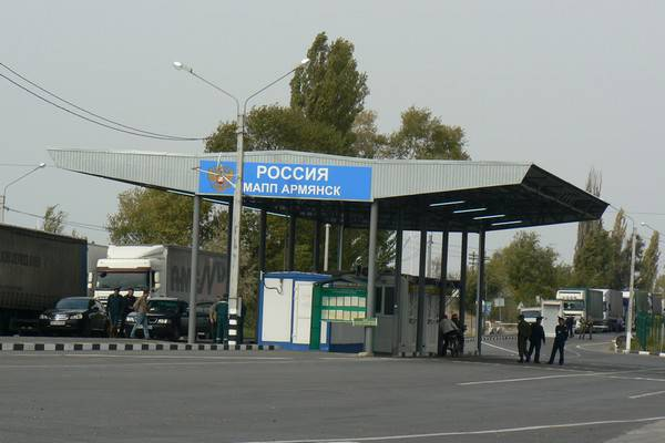 """На границе с Крымом ФСБ задержала двух украинцев, которые пытались """"обойти"""" пограничников"""