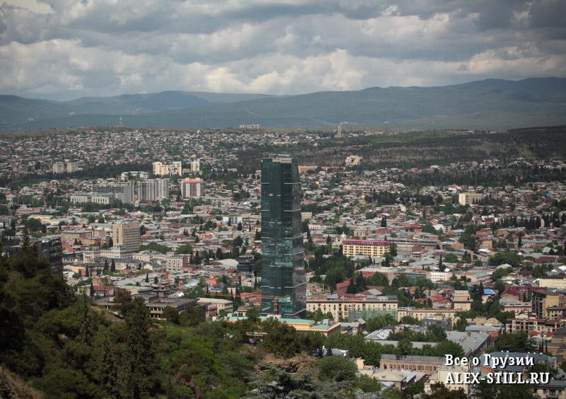 Вид на Тбилиси с горы Мтацминда