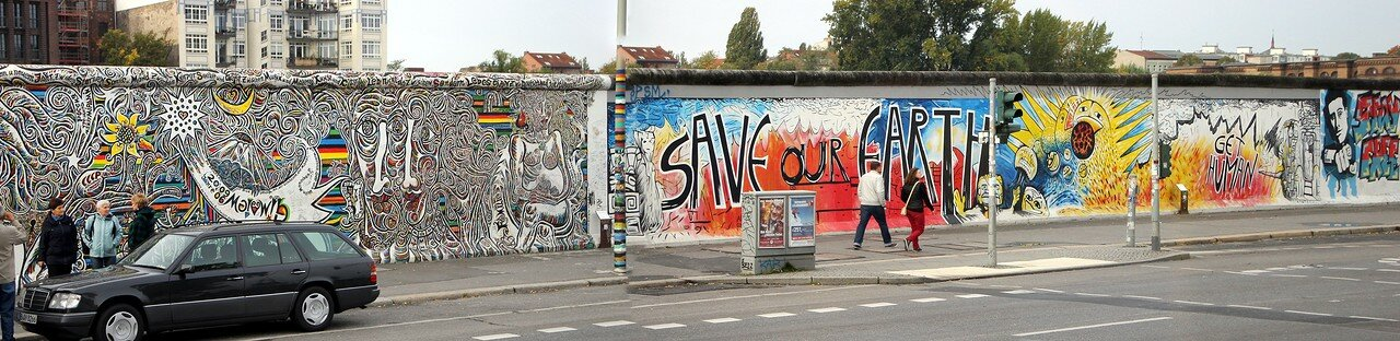 Berliner wall graffiti. Panorama