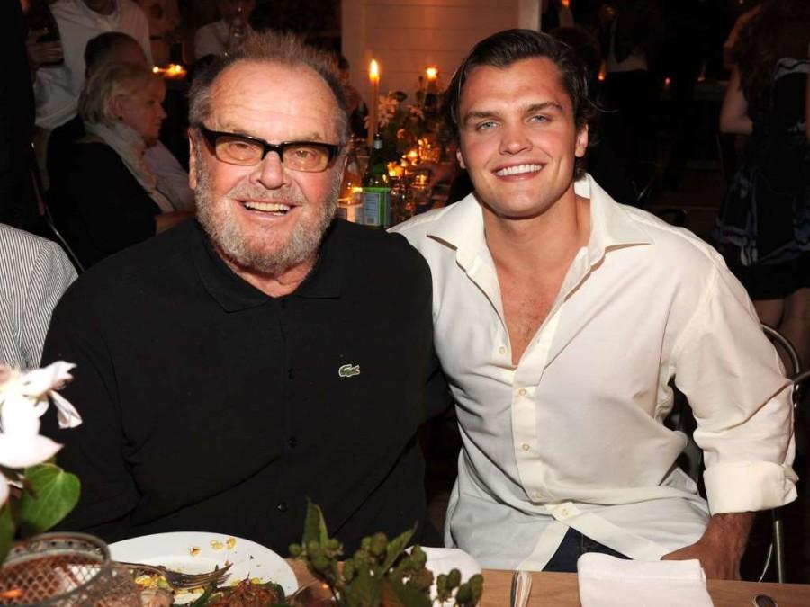 2. 77-летний Джек Николсон и его сын, Рэй.