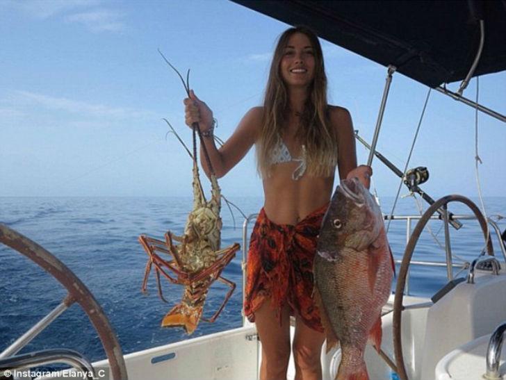 У Илэйны и Райли все под контролем — они питаются рыбой, которую поймают в море, и ведут блог о свое