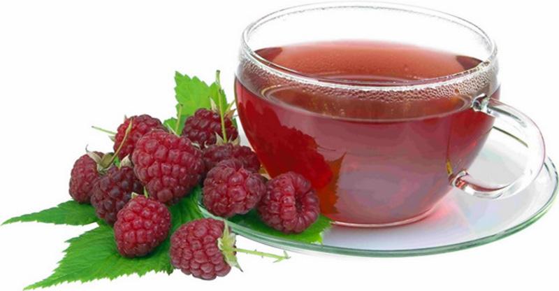2. Малиновый чай с цветками липы. Из сухих цветков липы заварите чай, добавьте в него сухие ягоды и