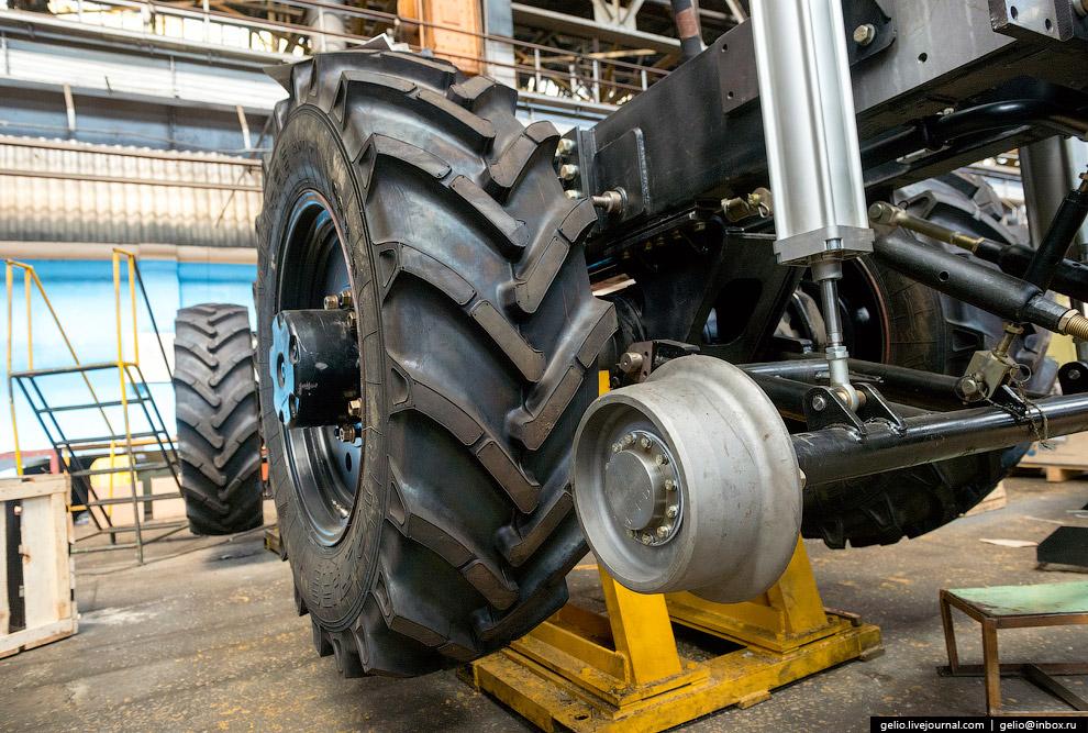 51. Т-800 — самый крупный трактор, выпускаемый в Европе. Всего было выпущено 9 таких машин. Ном