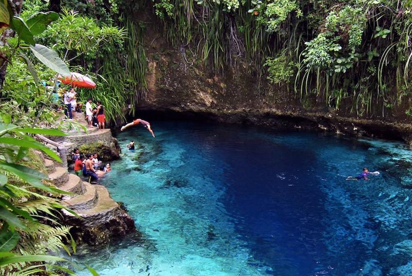 10. Зачарованная река, Филиппины На острове Минданао, недалеко от поселка Хинатуан, расположена Зача