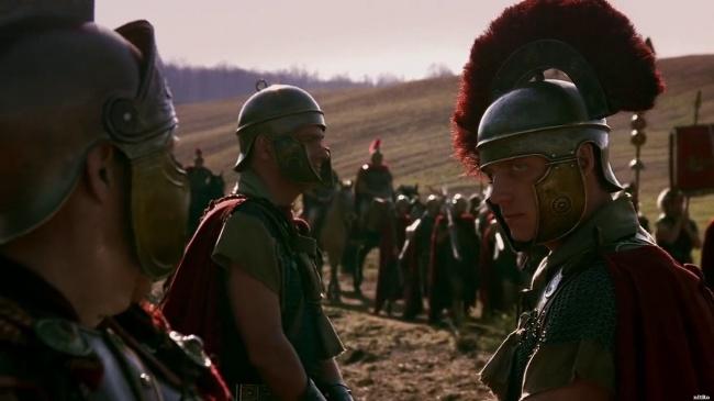 © BBC [UK]  Вискусстве военачальников часто изображают сражающимися напередовой рядом сосво