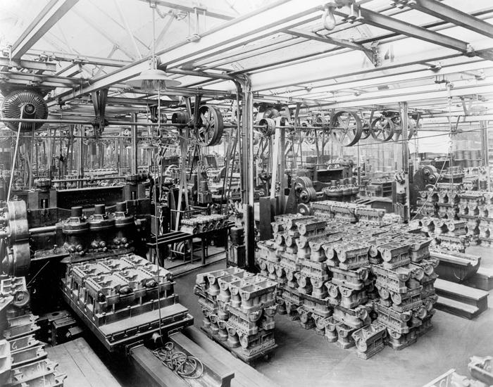 Фрезеровка цилиндровых блоков нижней части Model T, 1914