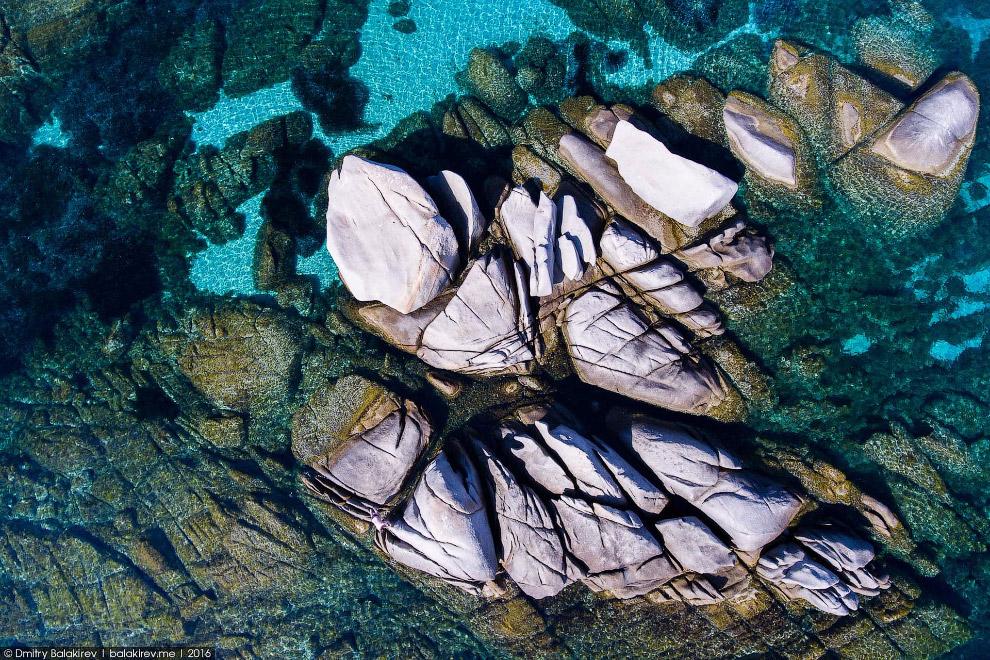19. Сардиния — фешенебельный курорт. Особенно та ее часть, которую называют Изумрудным берегом. Сюда