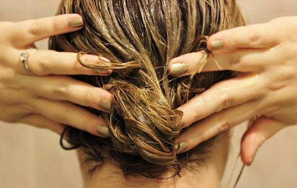 ПРИМЕНЕНИЕ Размешай все ингредиенты до однородного состояния, нанеси на волосы массу. Заверни г