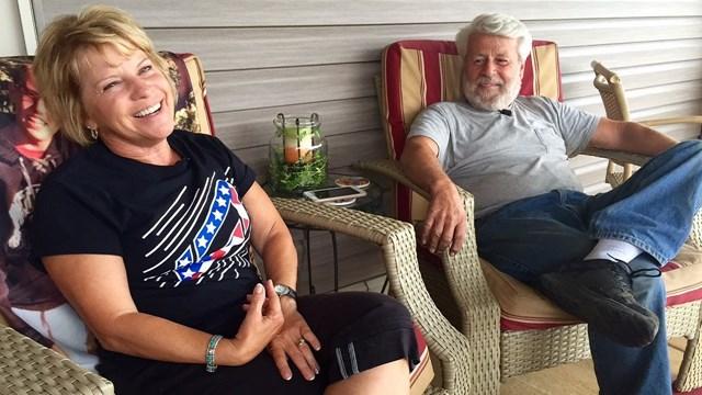 Хозяева Бруно — Дебби и Ларри. Ларри и его жена привыкли к тому, что им часто звонят незнакомые люди