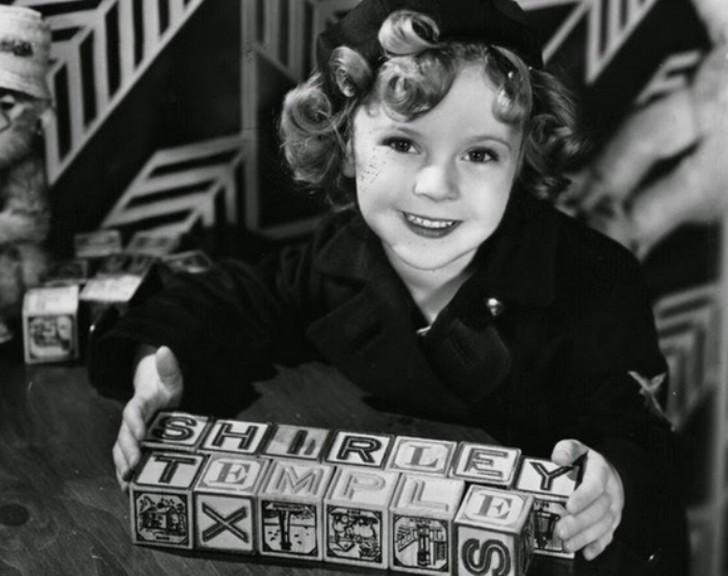 В три года ее отдали в знаменитую танцевальную школу мисс Мелджин. Именно там на нее обратил внимани