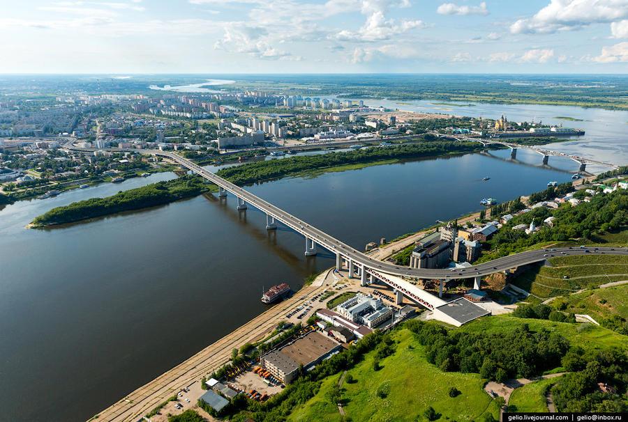 34. Нижегородский метромост. В верхнем ярусе моста находится автодорога с двумя полосами в обоих нап