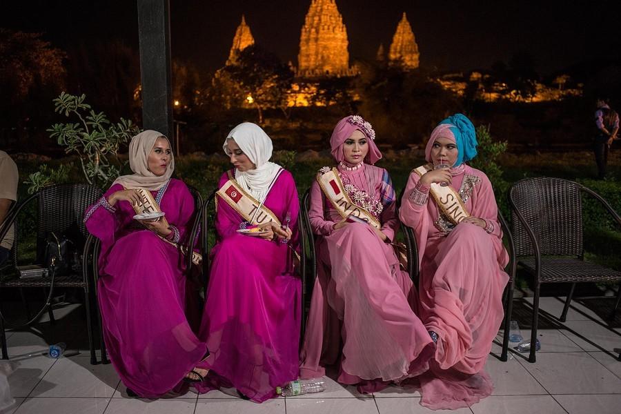 1. Ежегодно в Индонезии среди мусульманок всего мира проводится конкурс «Мисс мусульманка мира». В э