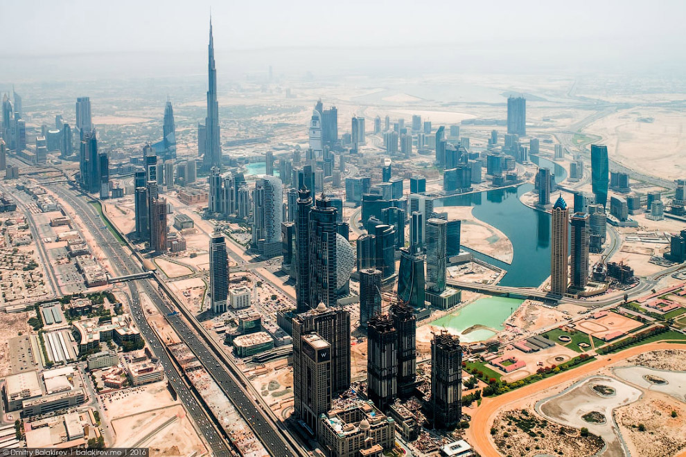 25. Дубай и Абу-Даби выглядят зелеными городами. Но создание оазисов посреди песков стоило очень дор