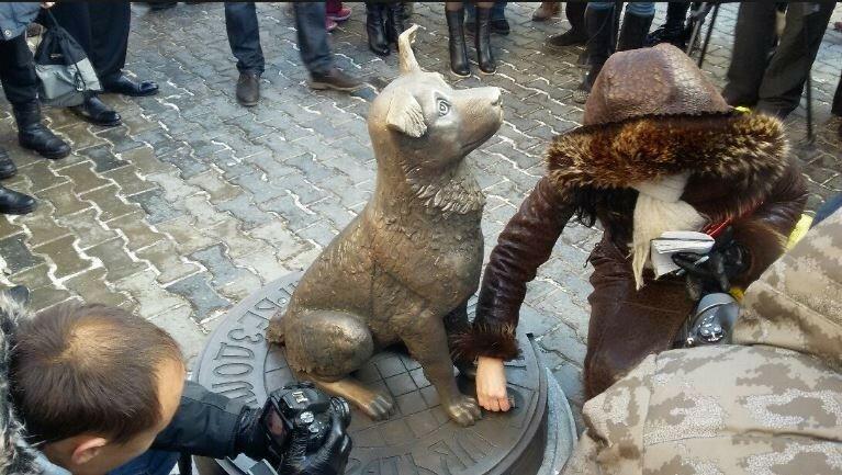 Памятники животным по всему миру фото цены на могильные памятники из гранита