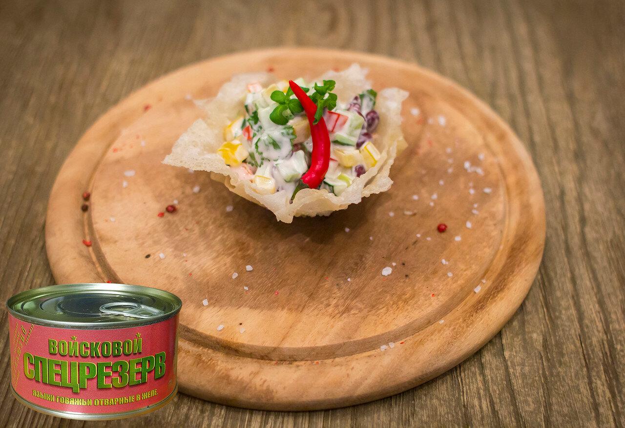 Рецепт салата с тушенкой от шеф-повара «Салат из консервированных говяжьих языков с фасолью»