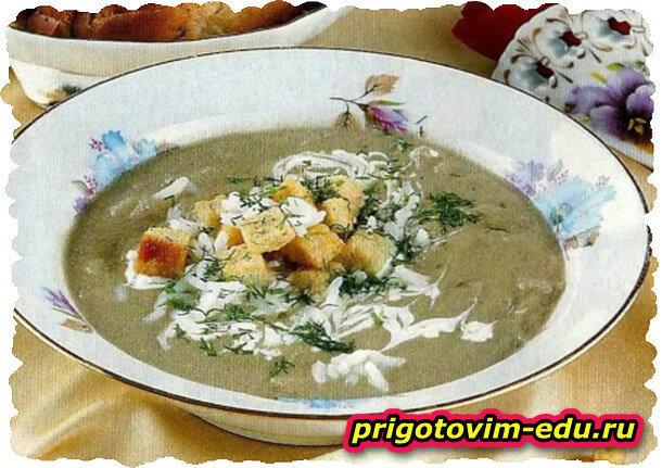 Печеночный крем-суп с сухариками