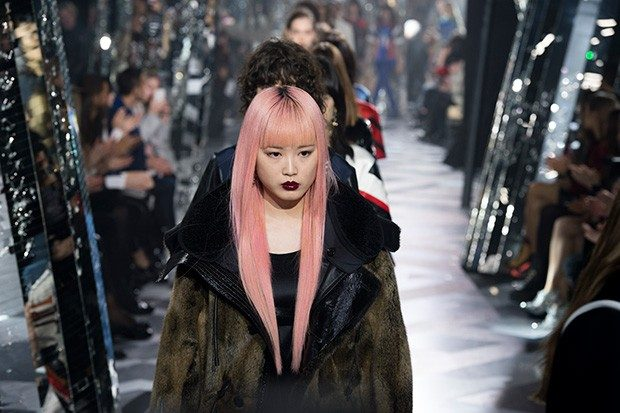 Wrapping up the fashion weeks month will be the Paris Fashion Week , scheduled to start on Tuesday 2