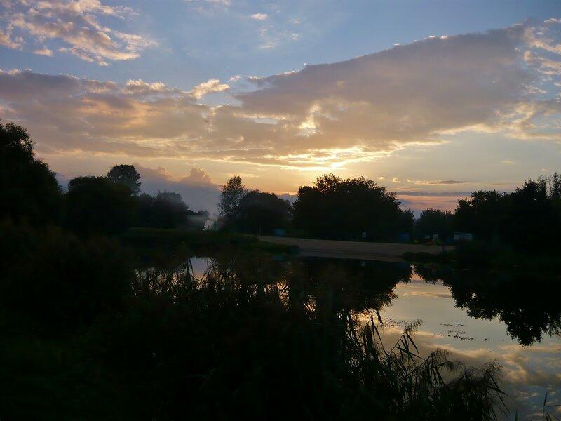 На берегу речки Коломенки