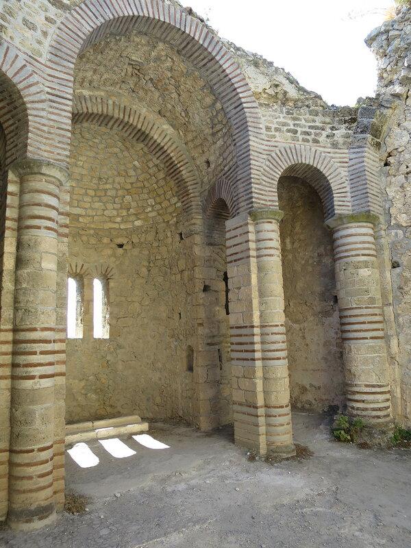 Св. Илларион. Византийская церковь внутри