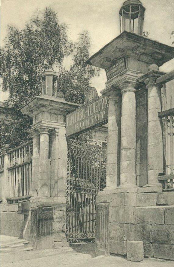 Ворота дома Ливенцева