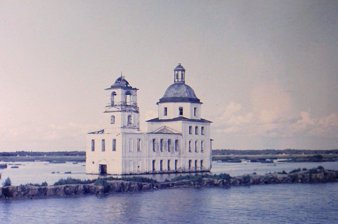 Затопленная церковь Рождества Христова в Крохино