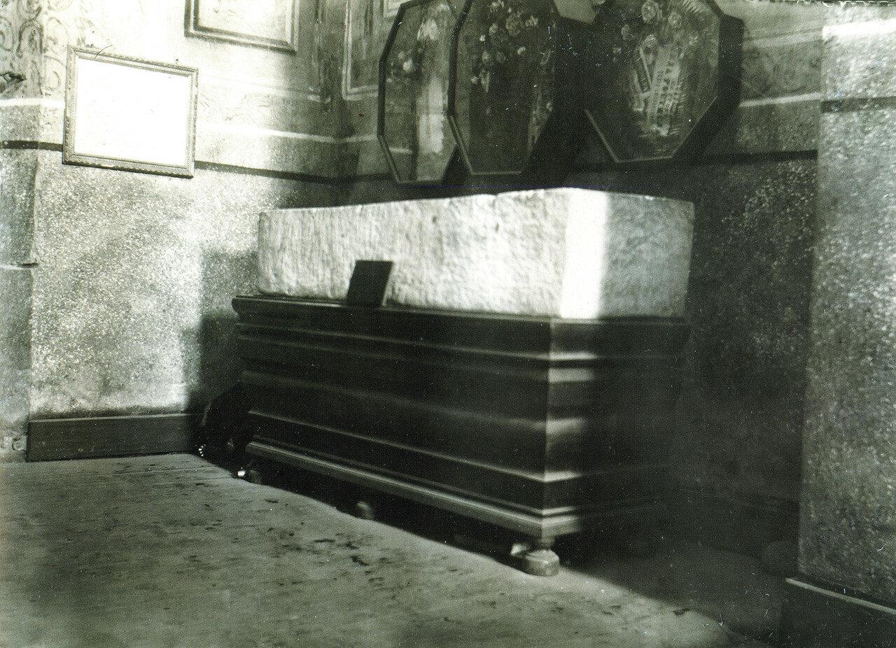 Саркофаг Давида Ростиславича в церкви Архангела Михаила