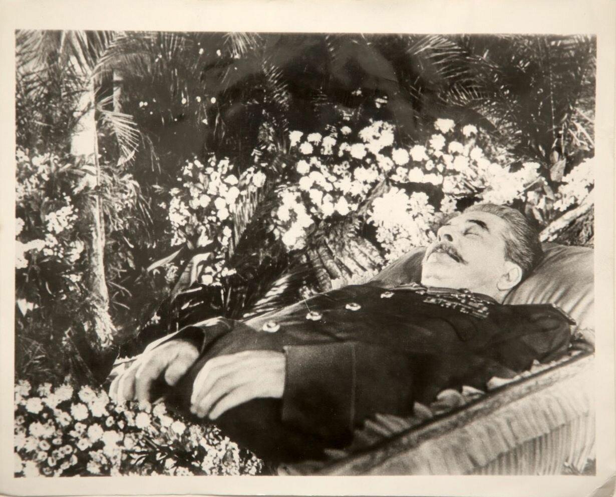 Москва. Сталин в гробу