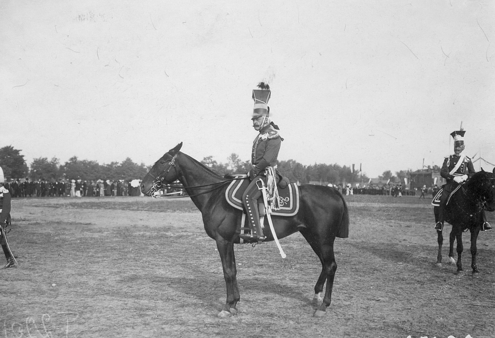 Конные уланы в своих исторических формах времен правления Александра I и Николая I в день празднования 250-летнего юбилея полка