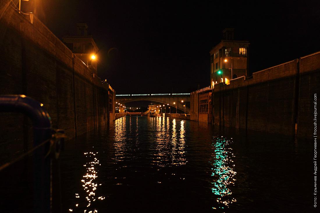 шлюз №8 канала имени Москвы ночное фото