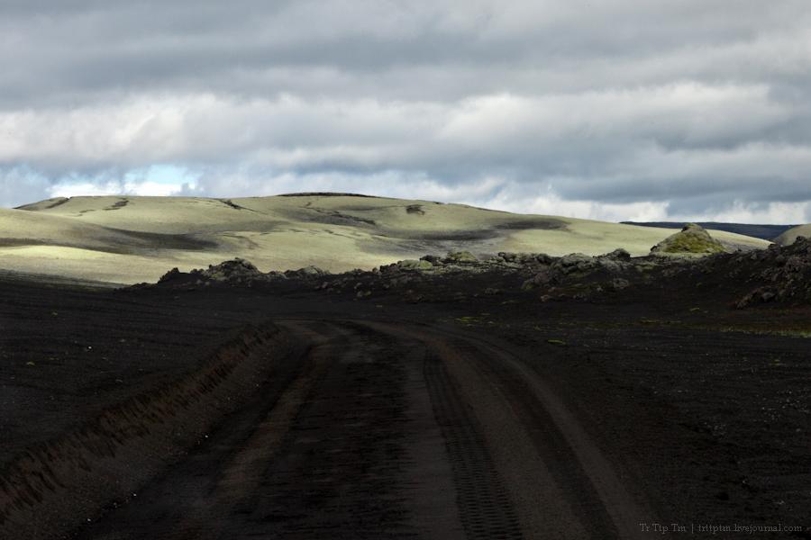17. Чёрные берега Рейнисфьяра и кратеры вулкана Лаки.