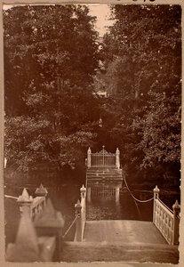 Вид паромной переправы и входных ворот на остров Людвигштайн.
