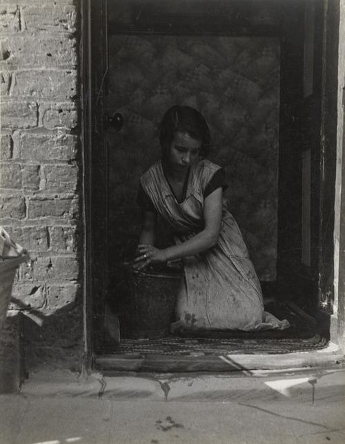 Bill Brandt, East-End Morning, London, 1937.jpg