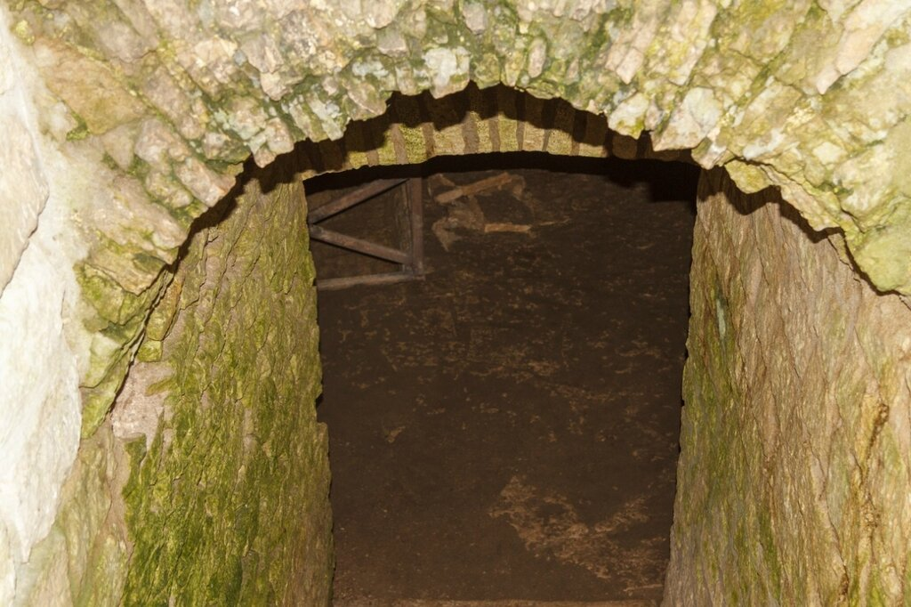 Подвал, башня Луковка, Изборская крепость