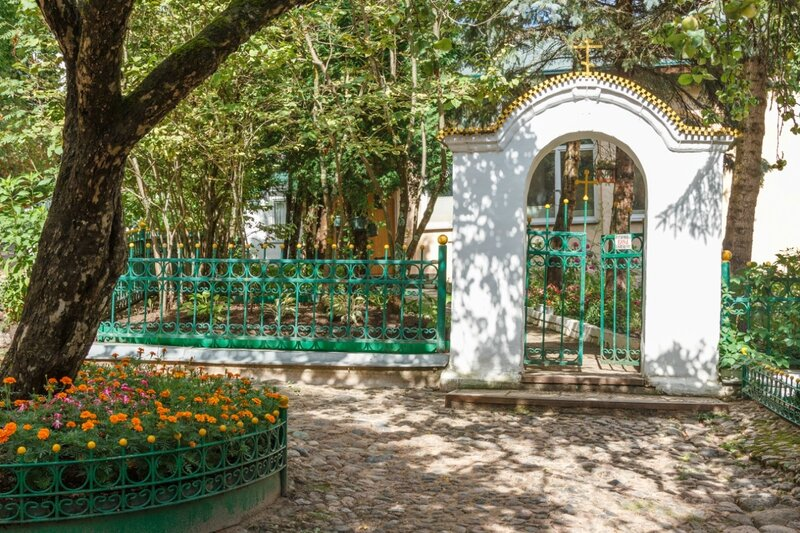 Уголок в монастыре, Псково-Печерский монастырь
