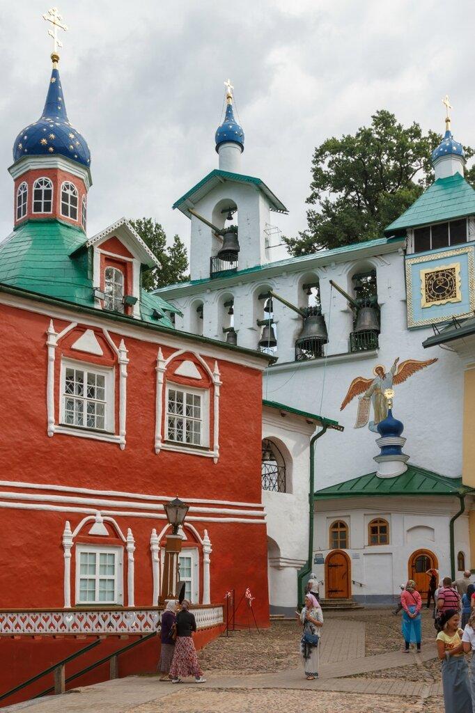 Звонница и здание Ризницы и Библиотеки, Псково-Печерский монастырь