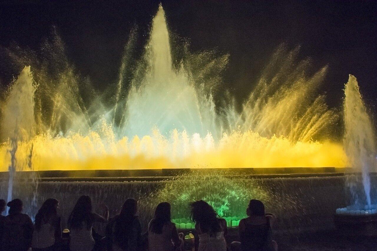 Поющие фонтаны Барселоны. Большой фонтан 4