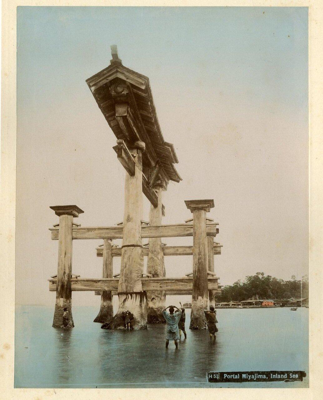 Миядзима. Тории у святилища Ицукусимы