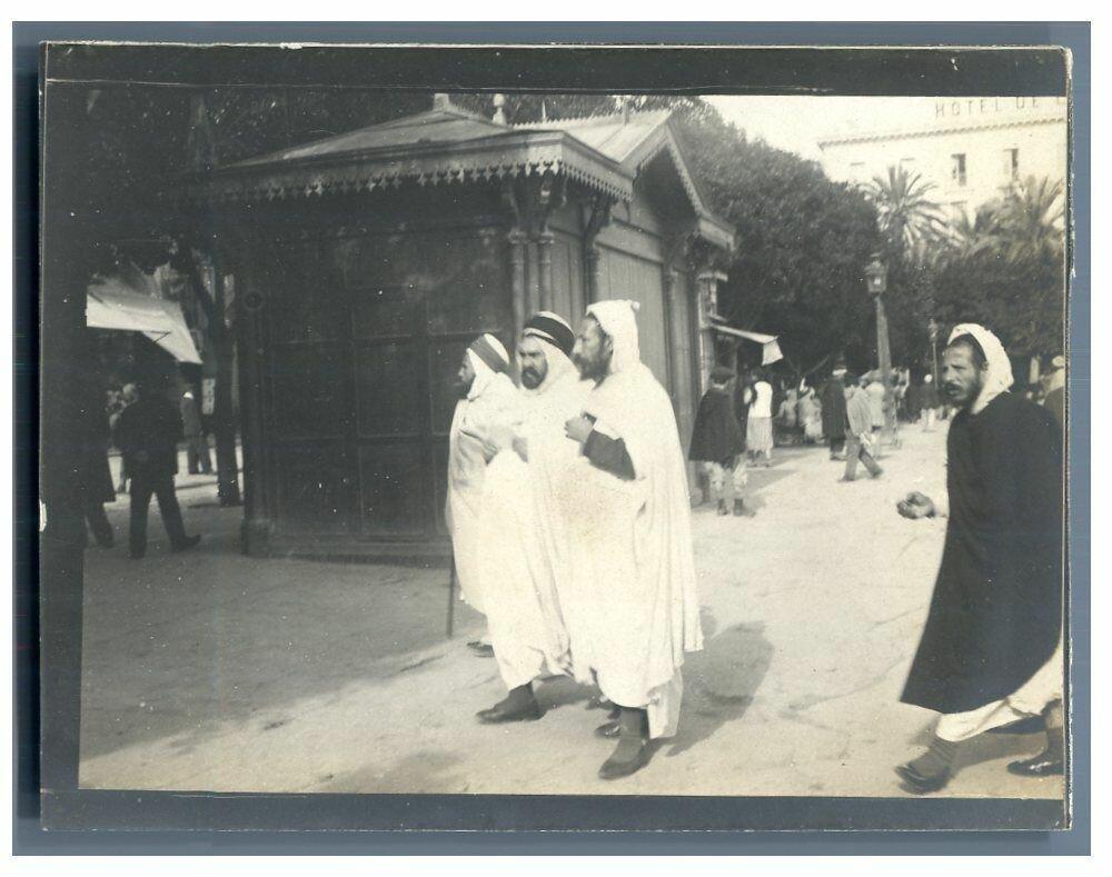 1905. Алжир. Люди на площади Правительства