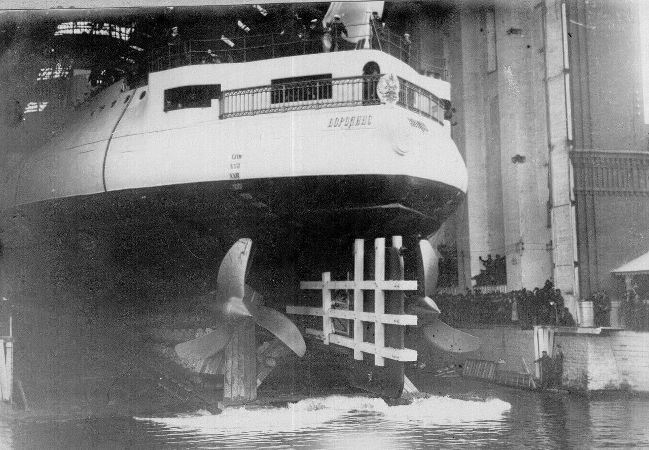 08. Спуск на воду эскадронного броненосца «Бородино» на Ново-Адмиралтейской верфи. 1900