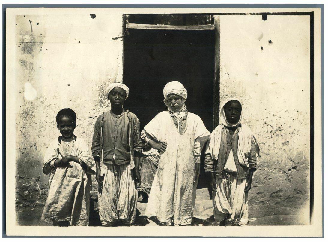 1910. Алжирские мальчики