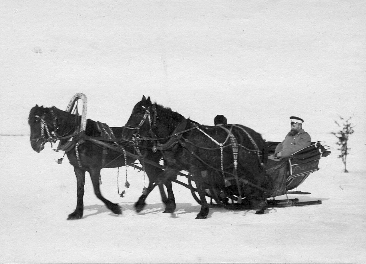 40. Офицеры пограничной стражи в санях. 1908