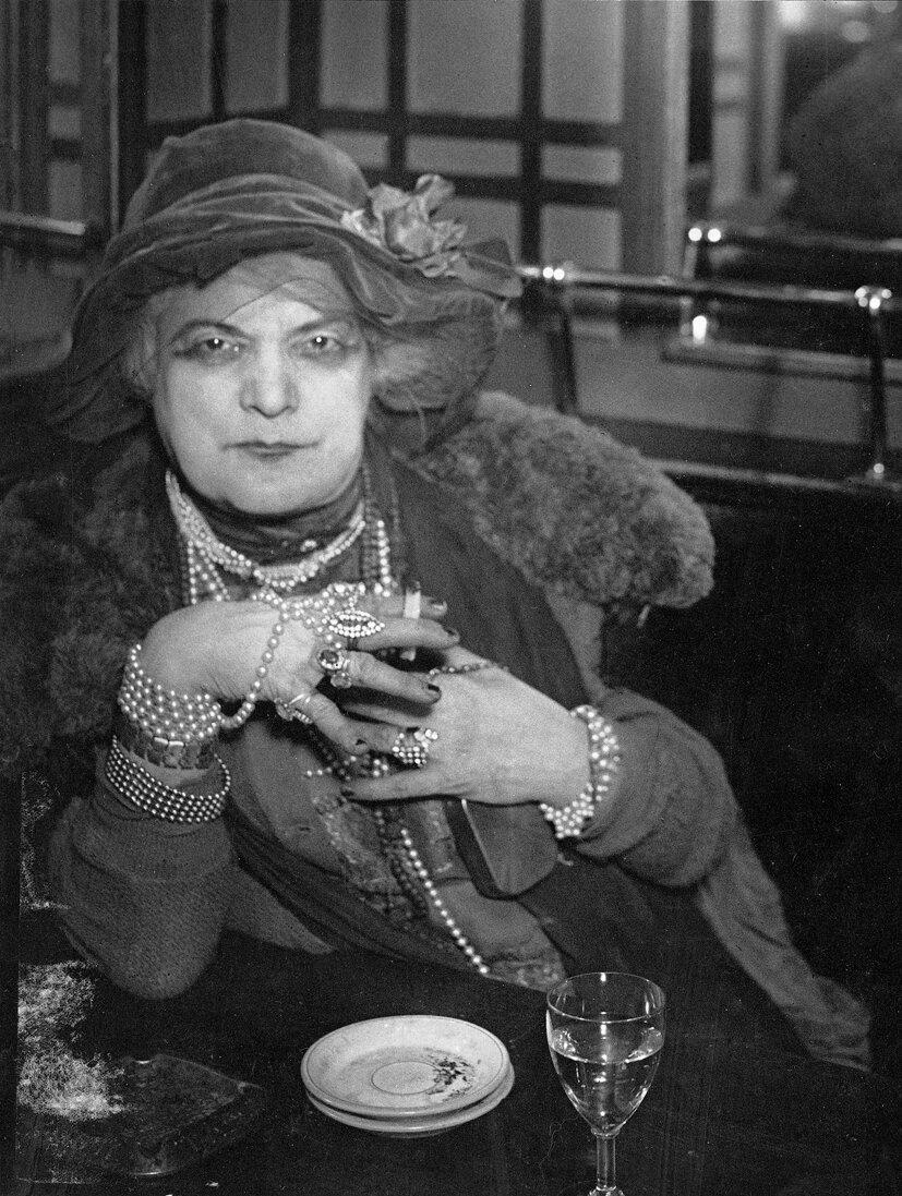 1932. Мамаша Бижу в «Bar de la lune», Монмартр