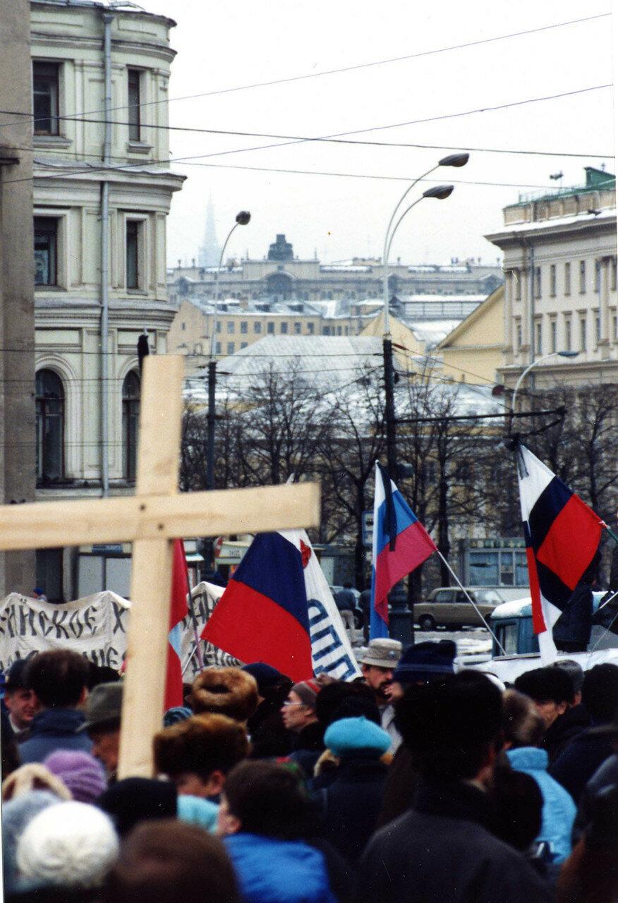 42. Толпы протестующих