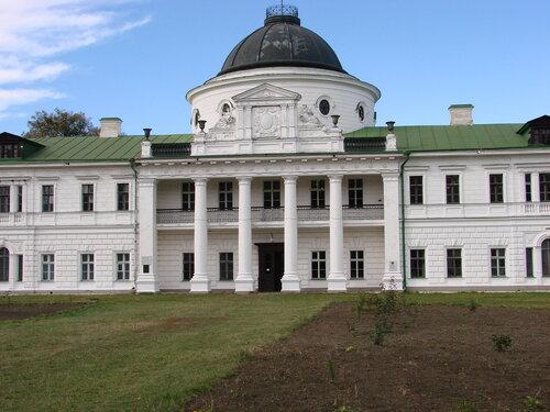 Качановский дворец, где бывали и работали М.Глинка, Н.Гоголь, Т.Шевченко, И. Репин