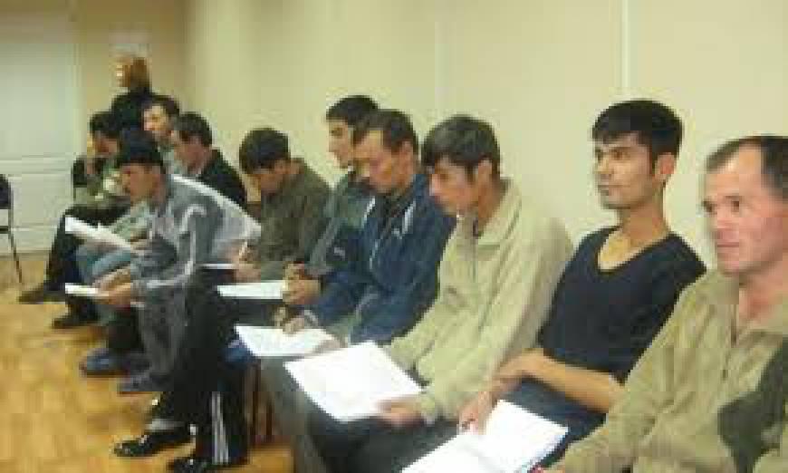 Иностранцам в Новосибирской области РФ запретили работать водителями, вожатыми, учителями, юристами, секретарями и переводчиками