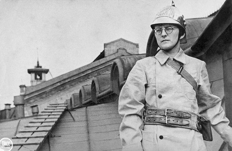 Image result for фото Шостаковича на крыше Ленинградской филармонии